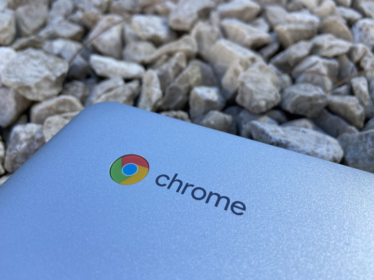 Logo Chrome na obudowie Acer Chromebook 315