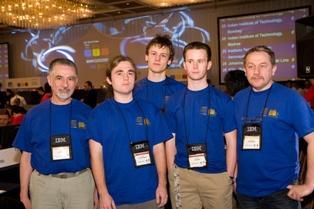 Od lewej: prof. Jan Madey, Marcin Pilipczuk, Marek Cygan, Filip Wolski i dr hab. Krzysztof Diks