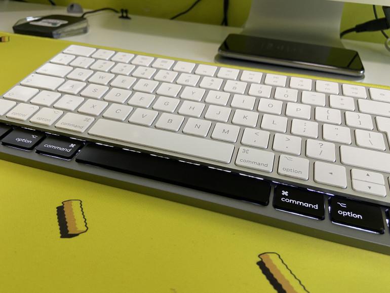 MX Keys for Mac I Apple Magic Keyboard - widoczne znaczne przesunięcie klawisza Option w MX Keys