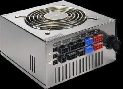 Na zdjęciu najmocniejszy do niedawna zasilacz serii Dark Power PRO o mocy 850W
