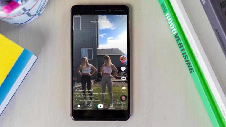 Aplikacja TikTok na smartfonie z Androidem Źródło: techadvisor.co.uk