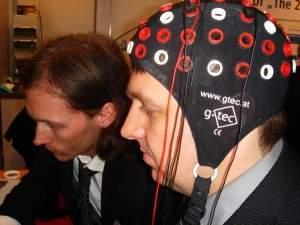 Zestaw elektrod odczytuje aktywność mózgu. (zdj. James Niccolai / IDGNS)