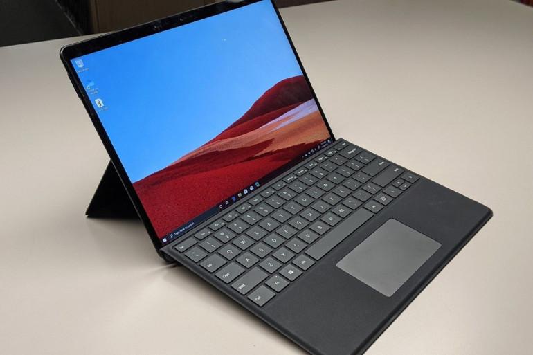 Microsoft Surface Pro X Źródło: pcworld.com