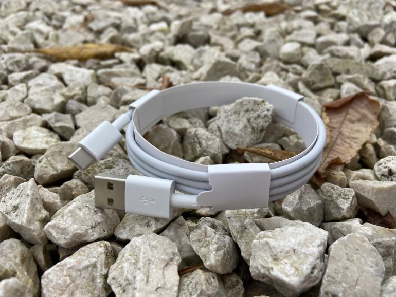 Przewód USB Typu A > USB Typu C dołączony do zestawu