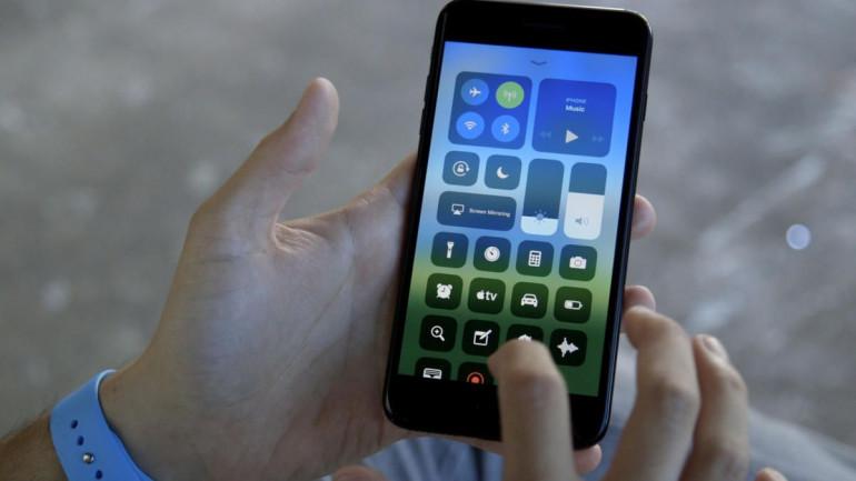 Wyświetlacz w iPhone 8 Plus Źródło: macworld.com