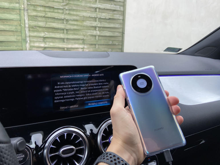Komunikat Android Auto po podłączeniu smartfona Huawei