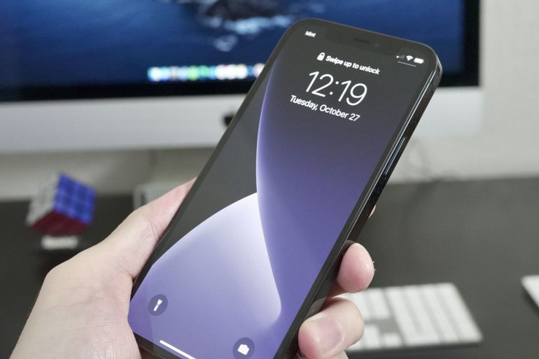 Czarny iPhone 12 Pro Źródło: macworld.com