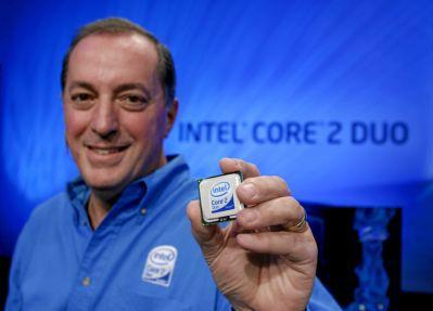 Paul Otellini, szef Intela, prezentuje układ Core 2 Duo