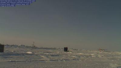 Ustawianie kamery w kwietniu 2007 (fot. NOAA)