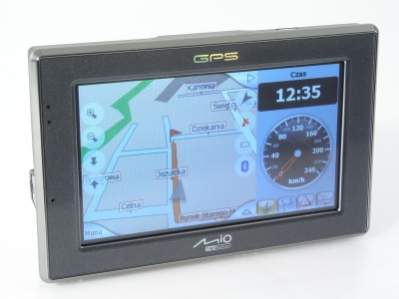 Duży wyświetlacz zawiera czytelny zegar oraz aktualną prędkość jazdy