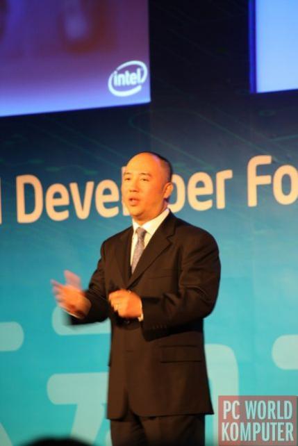 """Kevin Kahn z Intela rozpoczyna pierwszy, """"prasowy"""" dzień Intel Developer Forum, który tym razem odbywa się po raz pierwszy w Szanghaju, gdzię Intel ma jedno ze swoich najważniejszych laboratoriów technologicznych"""