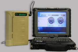 Ogniwo paliwowe XX25 z podłączonym wojskowym laptopem (żródło: UltraCell)