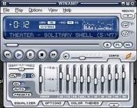Główny interfejs Winampa z panelem equalizera.